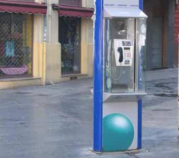 Telef nica ofrece llamadas gratis a chile c mo ahorrar for Cabina del mulino del dennis