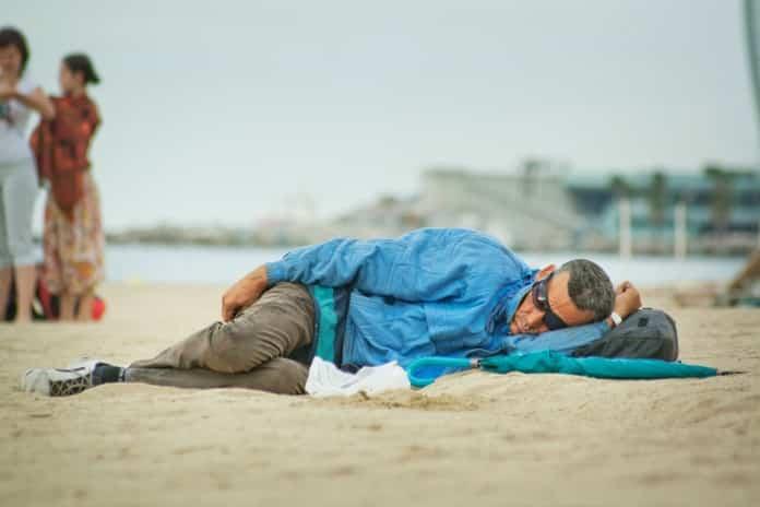 ahorrar dinero dormir playa
