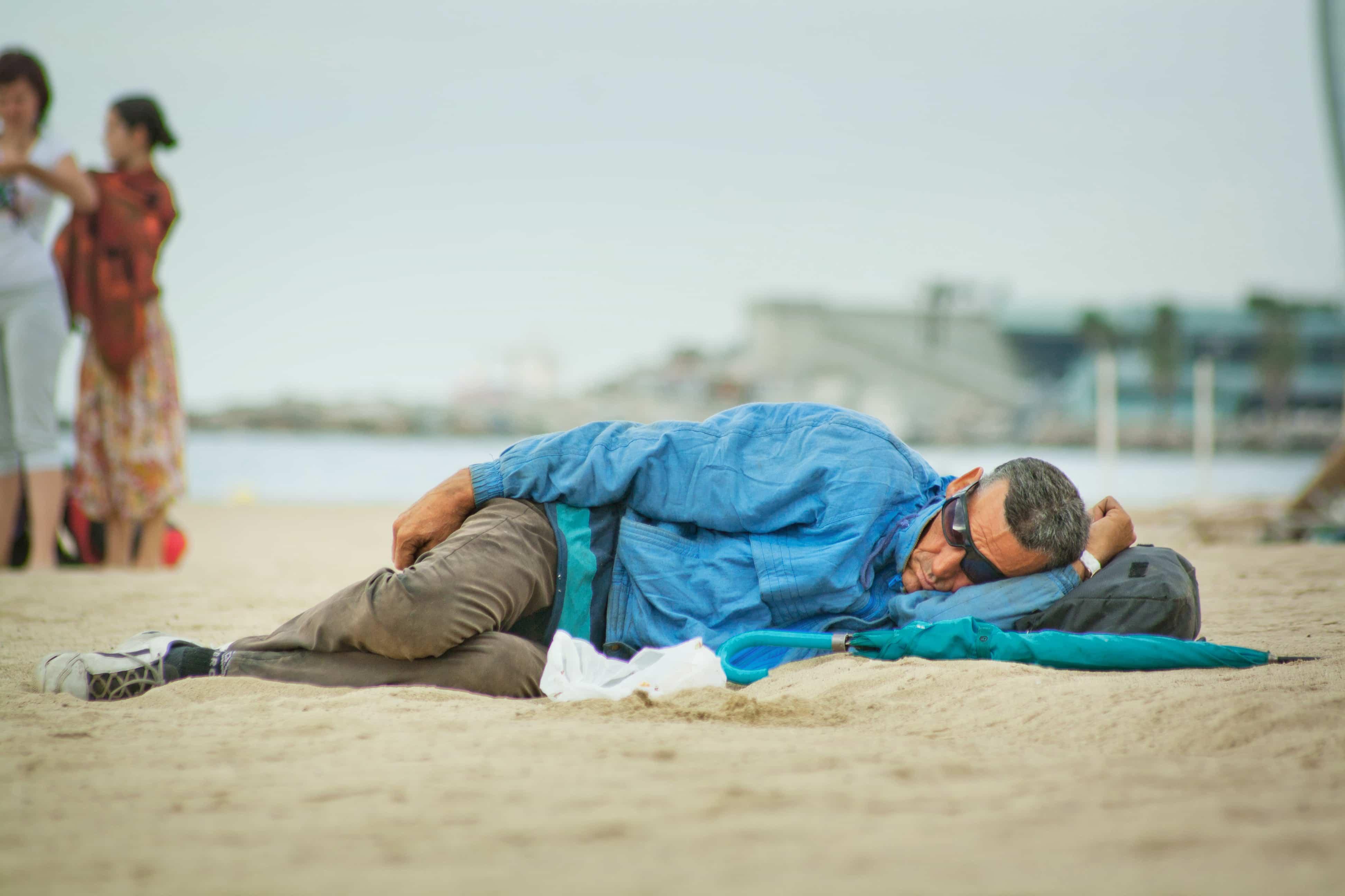 ahorrar-dinero-dormir-playa